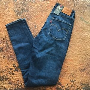 {Levi's} 721 High-Rise Skinny Jeans. Size 26.